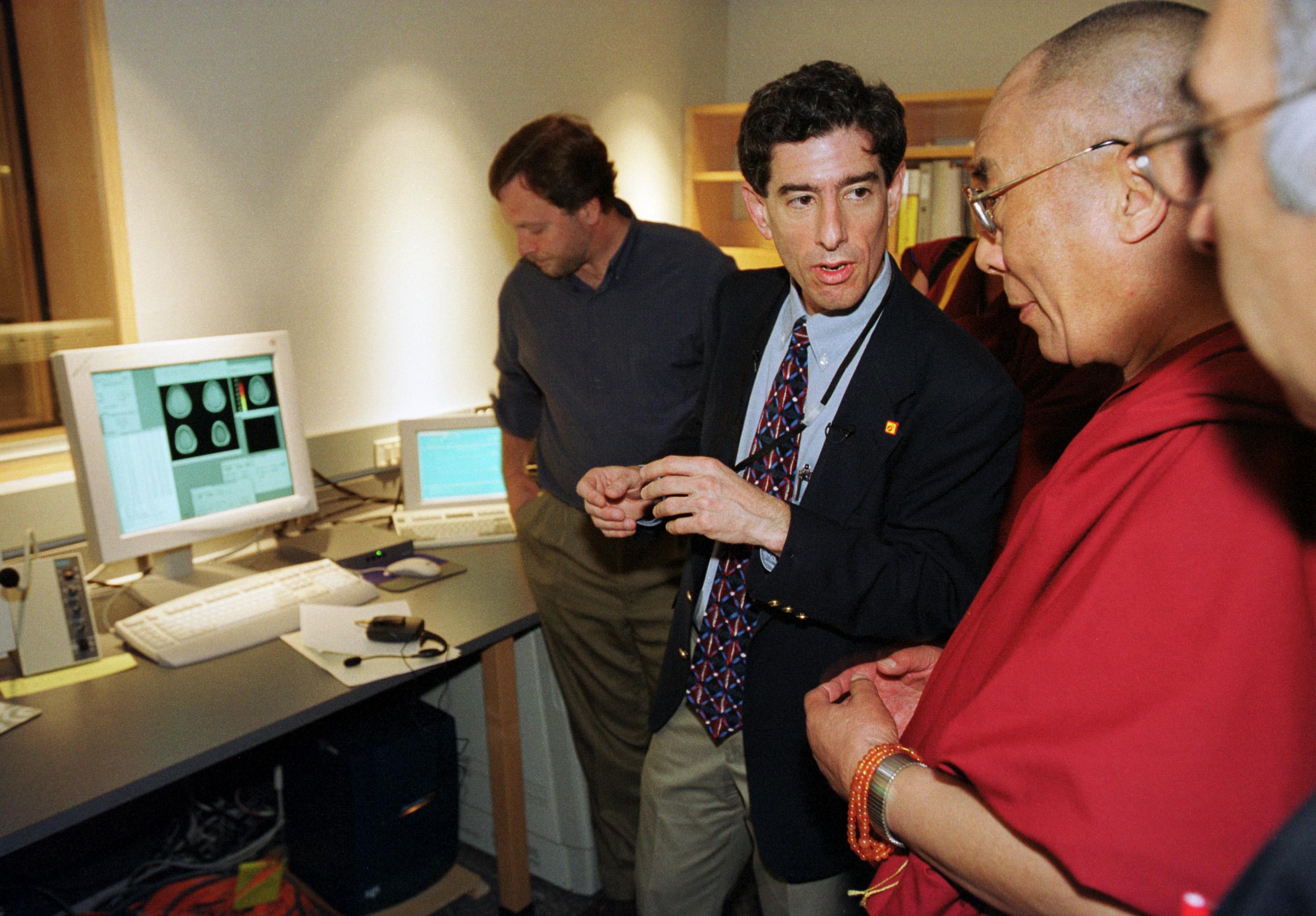 Dalai_Lama_Keck_fMRI2_01